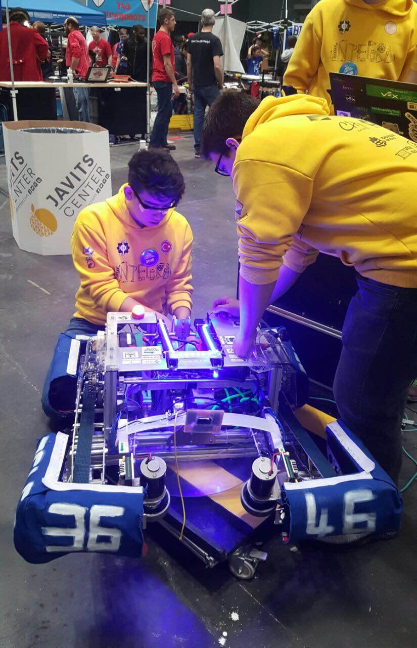 Robotik takımlarından Bahçeşehir Okulları'na çifte gurur
